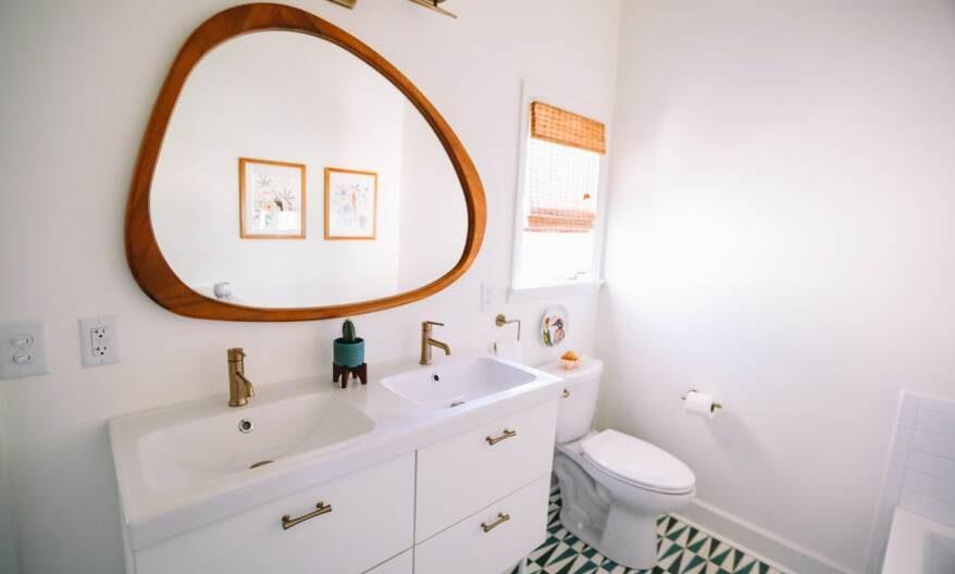 модерно обзаведена баня